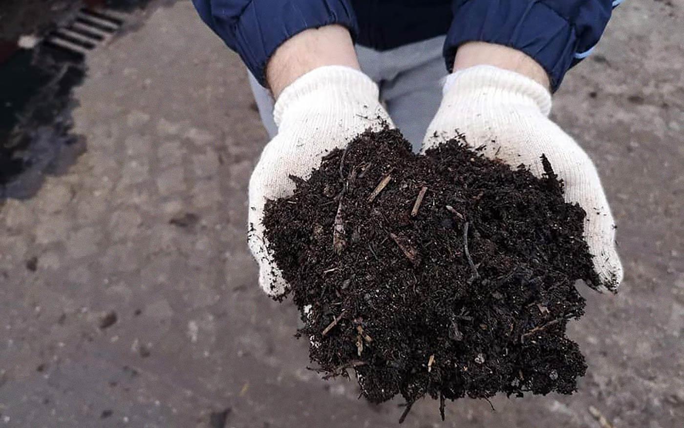 Most készül a tavaszi komposzt a dunaharaszti Zöldhulladéklerakóban