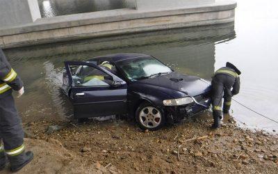 Autó csúszott a Dunába az Alsó-Duna soron