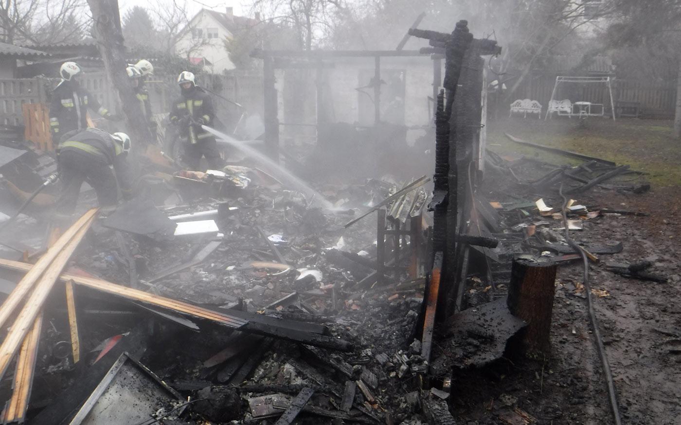 Melléképület lángolt Dunaharasztin