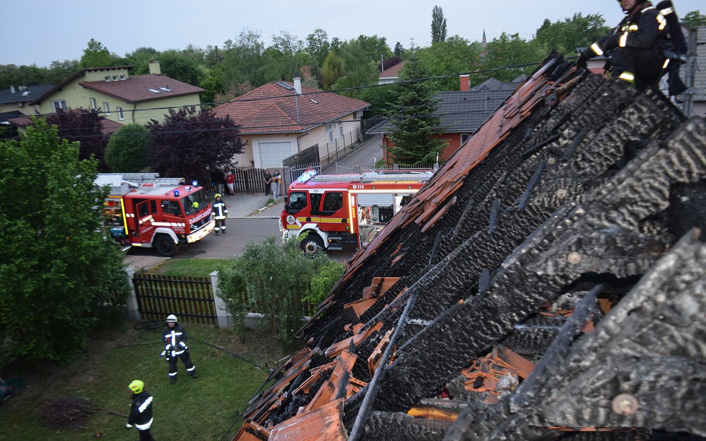 Lakhatatlanná vált a kedden Dunaharasztiban leégett családi ház
