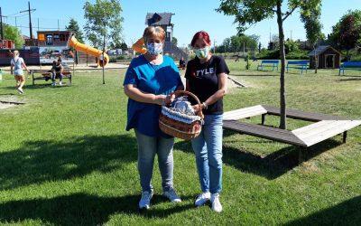 Maszkokat osztott gyerekeknek a Dunaharaszti Környezetbarátok Egyesülete
