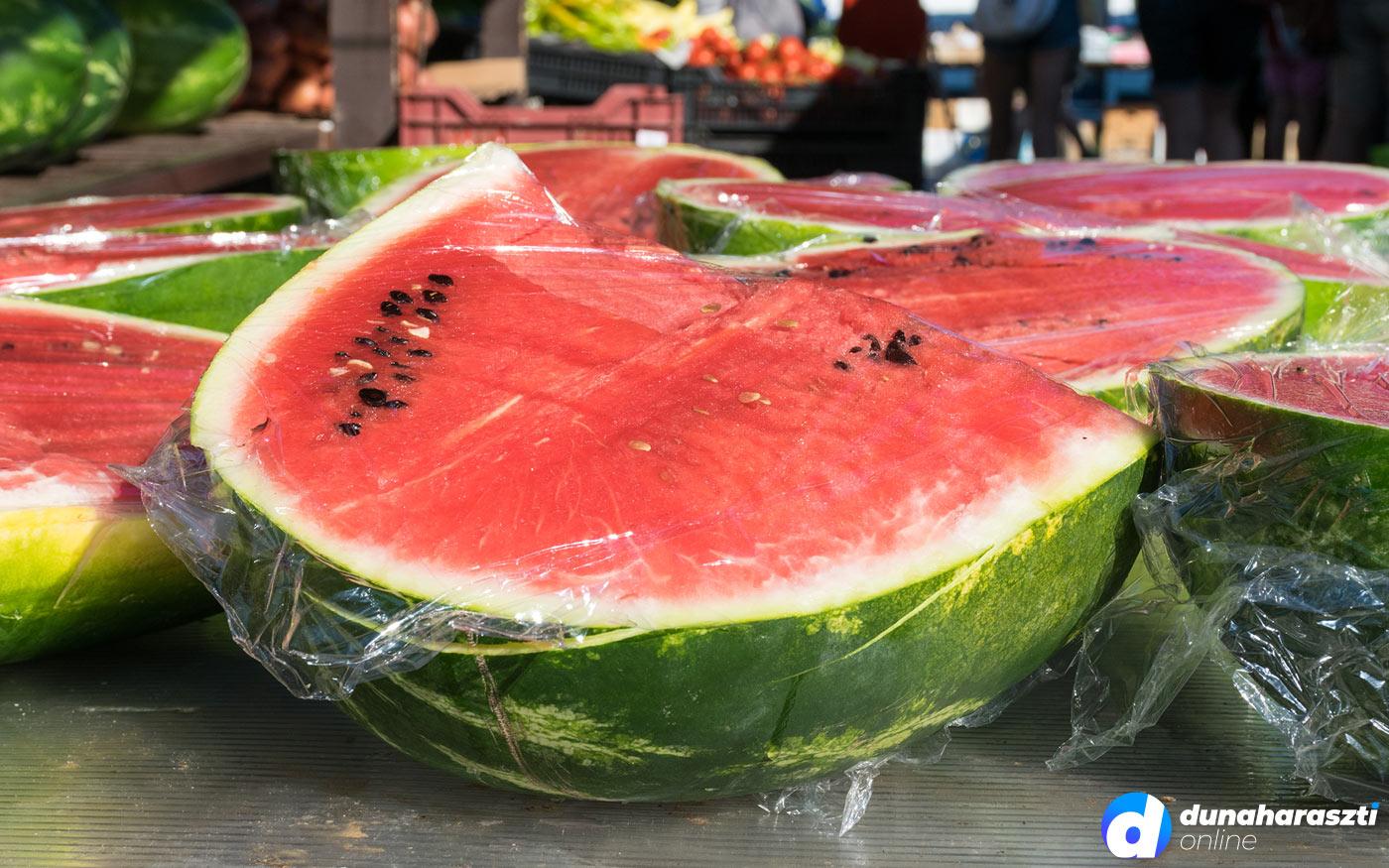 Megkezdődött az igazi dinnye szezon – egyre olcsóbb lesz a gyümölcs