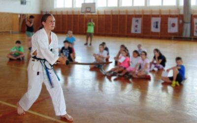 A taekwondo és az íjászat rejtelmeit is megismerhették a sporttáboros fiatalok