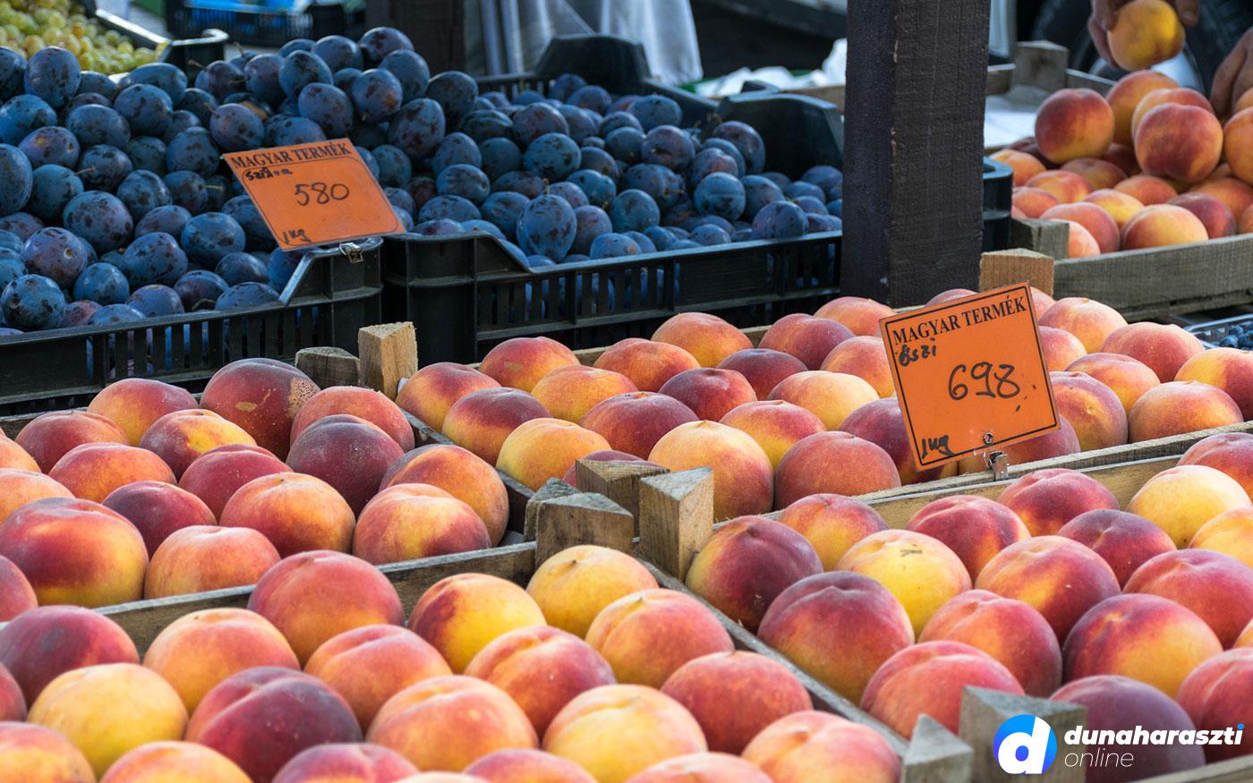 Késő nyári hangulatú piac Dunaharasztin