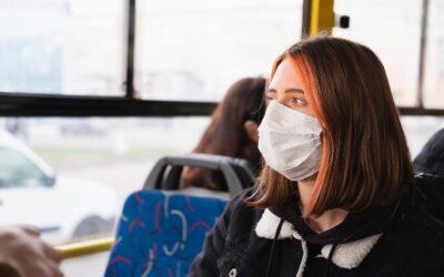 Ingyen utazhatnak az egészségügyi dolgozók a vonatokon, a HÉV-en és a Volánbusz járatain