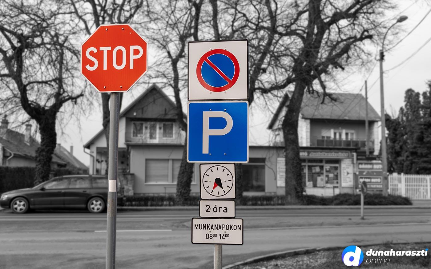 Fegyelmezetten tartják be az új parkolási rendet a Harasztiak – az első hónap tapasztalatai