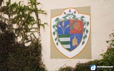 Évszázados motívumok Dunaharaszti címerében