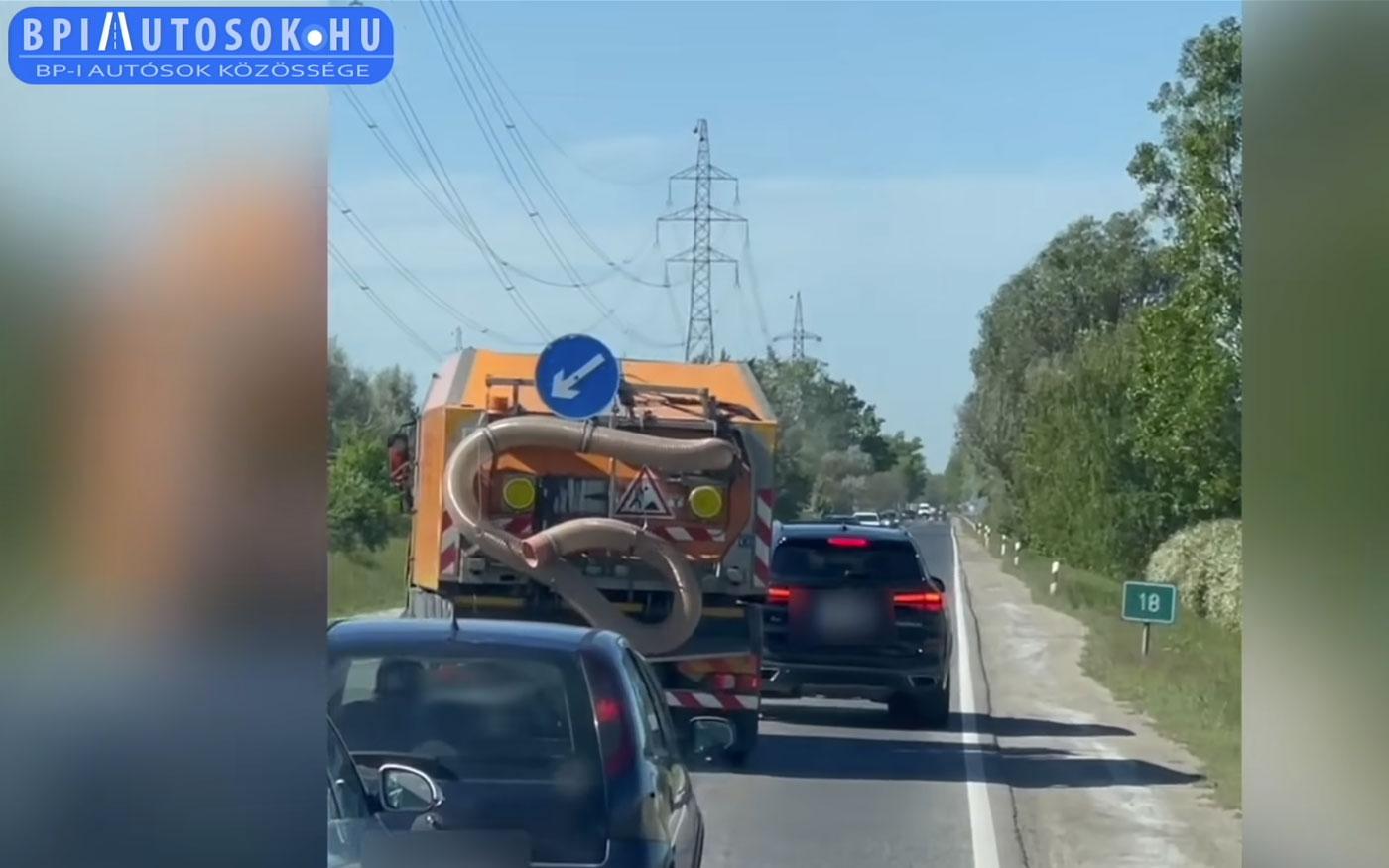 BMW-s blokkolta az 51-es forgalmát Dunaharasztinál