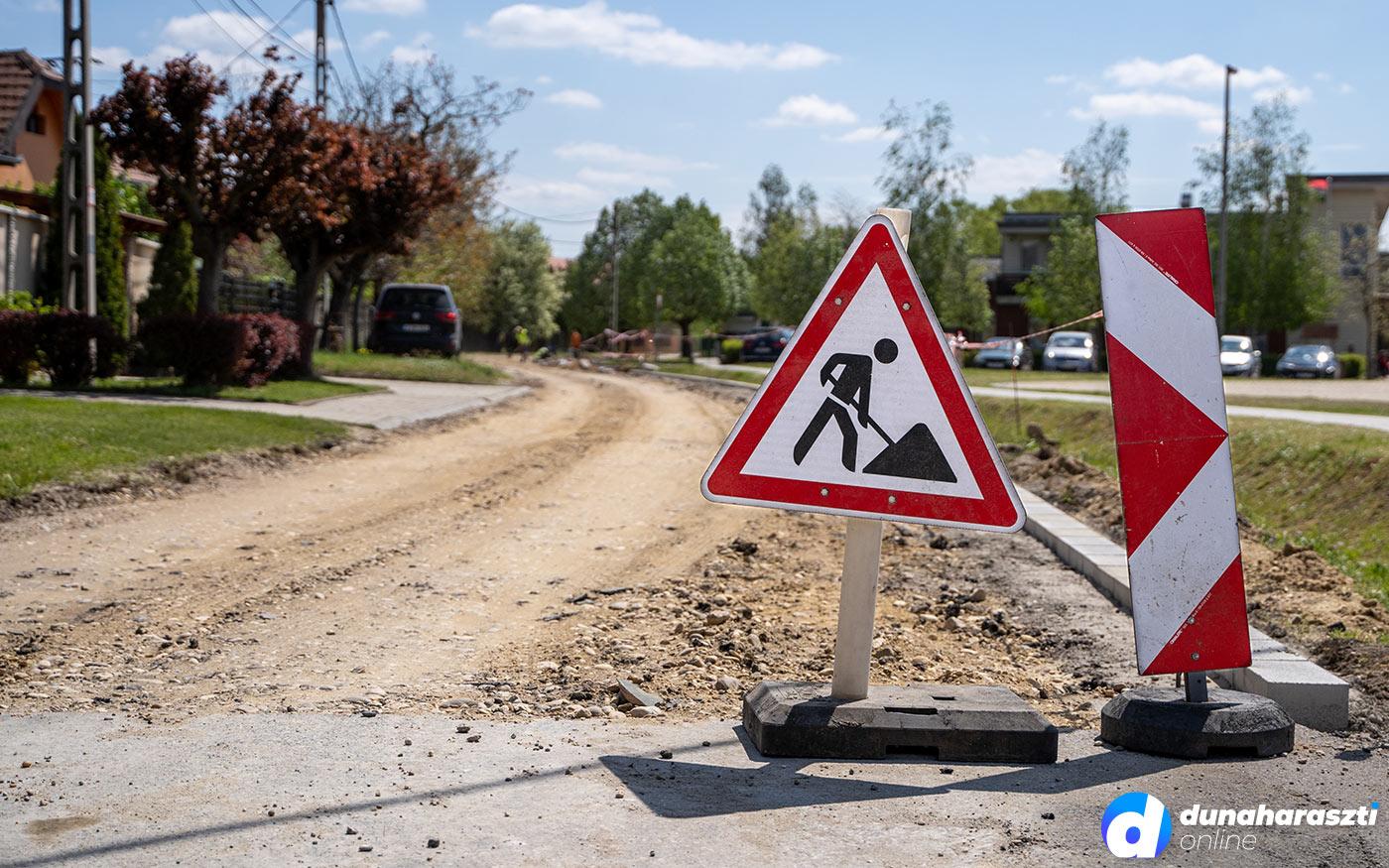 Újabb útfelújítás kezdődött Taksonyban