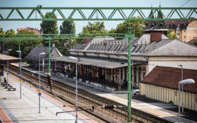 Vers a peronon – hangos versek a vasút- és buszállomásokon