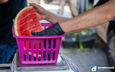 Piac eső után, hőség előtt