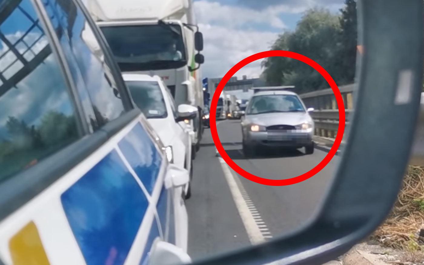 Lekapcsolta a rendőrség a leállósávban pofátlankodó autósokat az M0-on