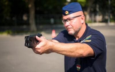 Bemutatta a rendőrség a sokkoló használatát