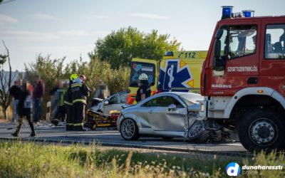 Két személyautó ütközött Dunaharasztin
