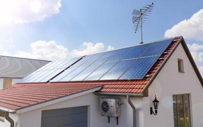 ITM: már jelentkezhetnek a kivitelezők a háztartások napelemes és fűtési rendszereit támogató pályázatra